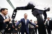 로봇팔·무인지게차…첨단 물류 장비·기술 한자리에